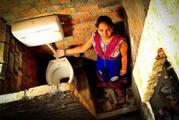 toilet_in_india.jpg__700x468_q85_crop_subsampling-2_upscale