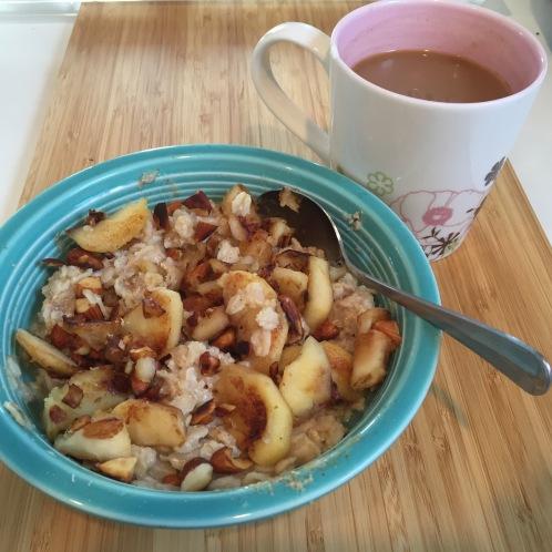 Oatmeal w/sautéed apples & almonds